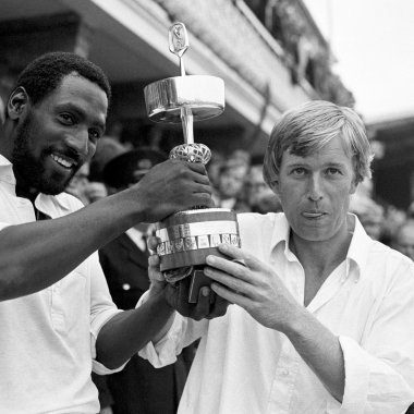 Brian Rose And Viv Richards With The Gillette Cup In 1979